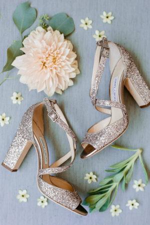 We love! La tendencia glitter en zapatos de boda.