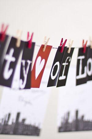 """Hazlo tú mismo: """"City of love"""" un original proyecto DIY para el libro de firmas de la boda."""