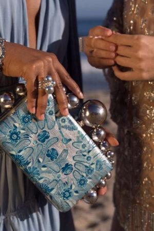 5 clutch de fiesta de Daniel Espinosa, ideales para realzar tu look de invitada de boda.