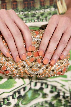 Los tonos ideales en esmaltes de uñas para las invitadas de boda de primavera y verano.