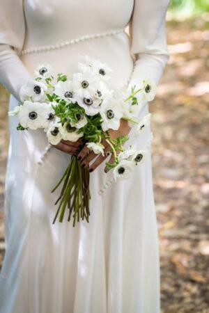 Ramos de novia de invierno, del blanco al burdeos y más allá de lo obvio para las bodas de esta estación.