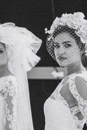 El glamour y atrevimiento de los velos y tocados para novias del desfile de Pronovias.