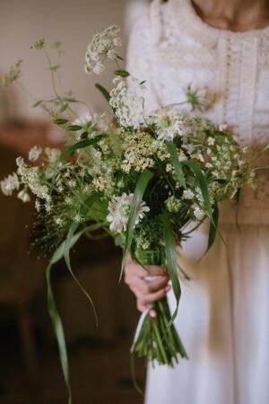 Bucólicos y silvestres, las tendencias en ramos de novia que arrasan en las bodas actuales.