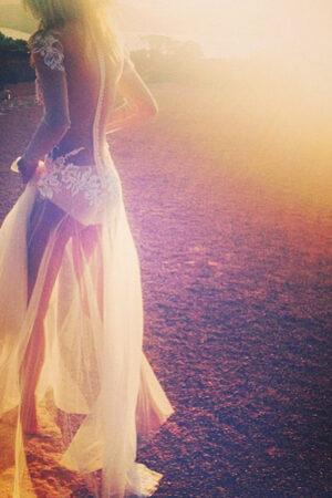 De la insinuación a la exhibición: la tendencia de los vestidos de novia transparentes.