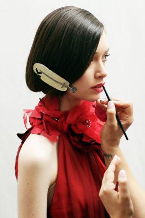 ¡No te derritas! Los trucos de una estilista para un maquillaje y peinado a prueba de verano.