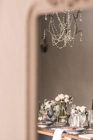 Romántica decoración de mesa para la boda… o una de las mesas más bonitas en la que he comido.