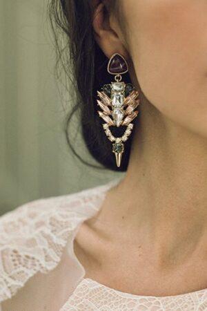 La moda de los pendientes barrocos no sólo es para invitadas, también para las novias con estilo.