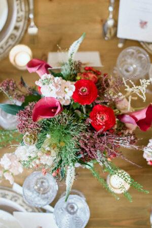 Morimos de amor con la decoración 'shabby chic' de esta mesa para la boda.