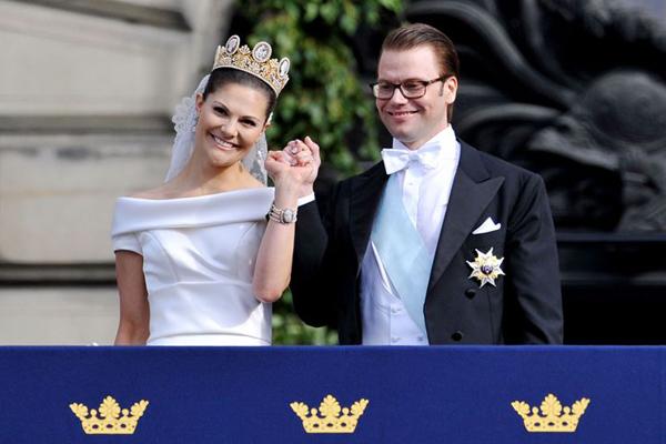 Royal wedding : Princess Victoria of Sweden : Wedding dress : Tendencias de Bodas Magazine