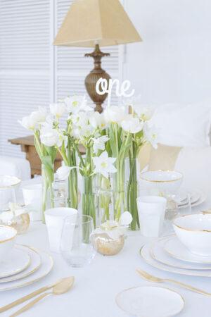 White minimalist: inspiración para decorar con elegancia y modernidad la pedida de mano.
