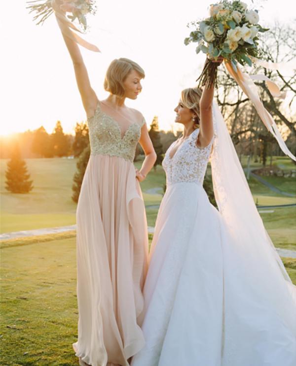 Taylor Swift dama de honor en la boda de su mejor amiga