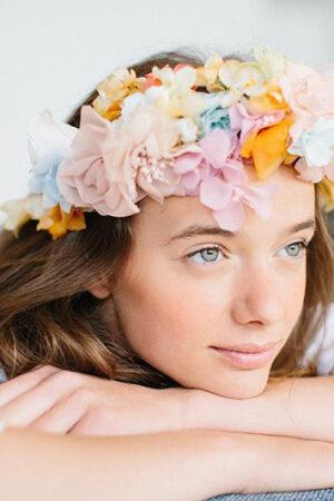 Tocados de flores para lucir una eterna primavera.