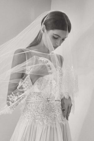 Todo el glamour de Elie Saab en su primera colección 'prêt-à-porter' para novias.