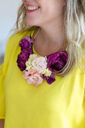 Morning Blossom: taller de collar de flores para hacer con amigas como plan para la bridal party.
