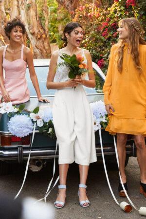 Las invitadas y novia de & Other Stories que nos inspira una 'bridal party' bohemia y mediterránea.