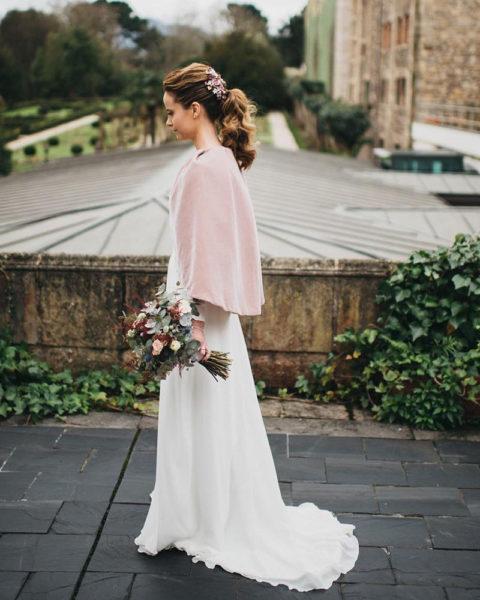 Dánae Tobajas Costura : Alicia, la novia de la capa rosa