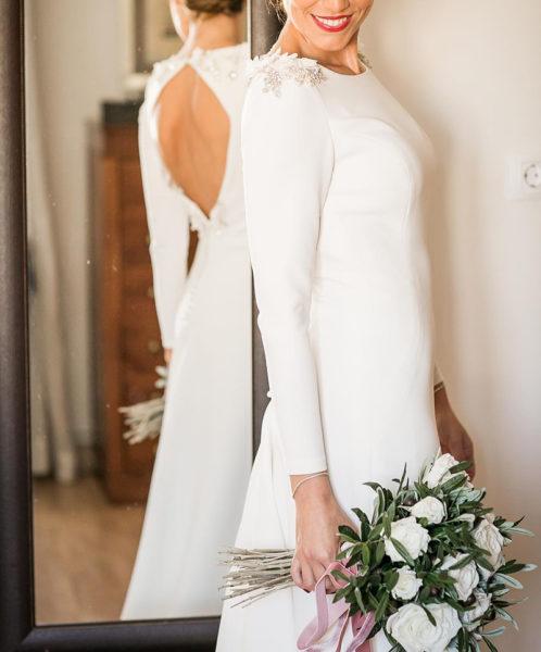 Dánae Tobajas Costura : Patricia, la novia con en escote rombo