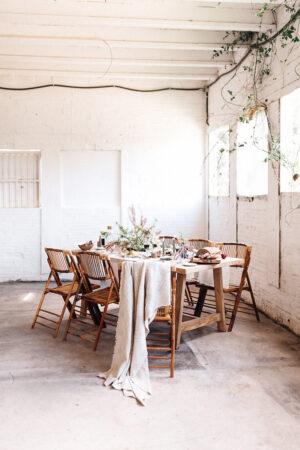 L'harmonie imparfaite: Decoración para una mesa íntima, natural y con influencias 'raw deco'.