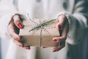Los mejores regalos de Navidad para novios que les servirán también para la boda.