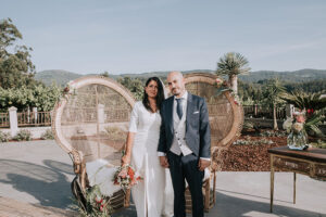 Lupe y Alex, una boda tropical entre viñedos gallegos.