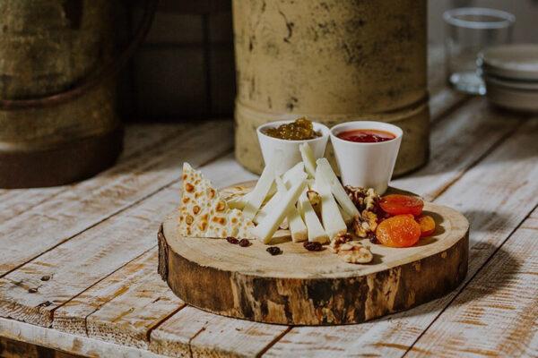 Mesas de quesos artesanales para bodas.