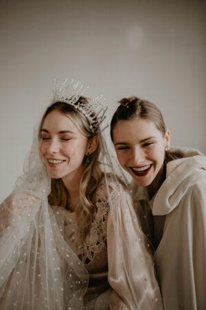 Lunaria: la rebeldía y belleza de dos novias.