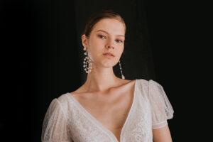 Flechazo para novias: los pendientes de perla de Majorica para los desfiles de Rosa Clará y Aire.