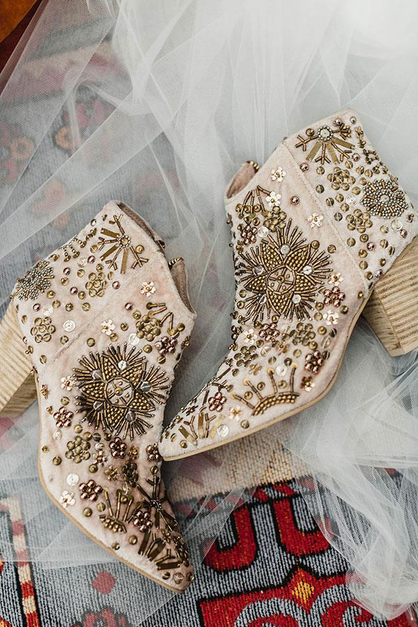 Botas y botines para novias.