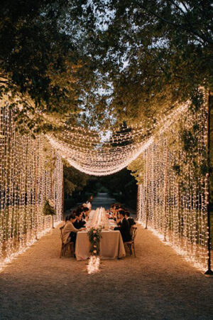11 bodas al aire libre con la iluminación más mágica que puedas imaginar (y cómo diseñarla).