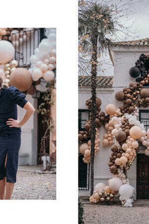 Una espectacular instalación de globos sobre la fachada de la finca, lo último en decoración de bodas.
