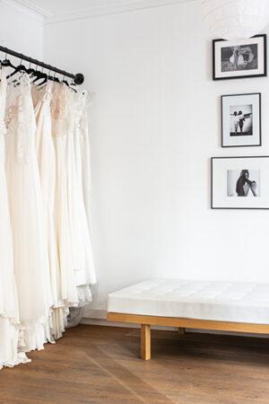 Las mejores tiendas para novias de España donde encontrar los vestidos prêt-à-porter de las firmas nupciales del momento.