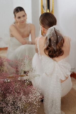 Ángela Pedregal presenta una colección de vestidos de novia (online) para «decir sí, pese a cualquier cosa».